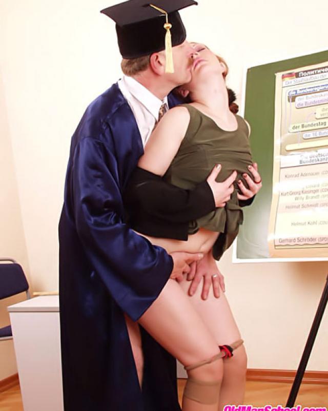 Профессор неожиданно трахнул свою студентку