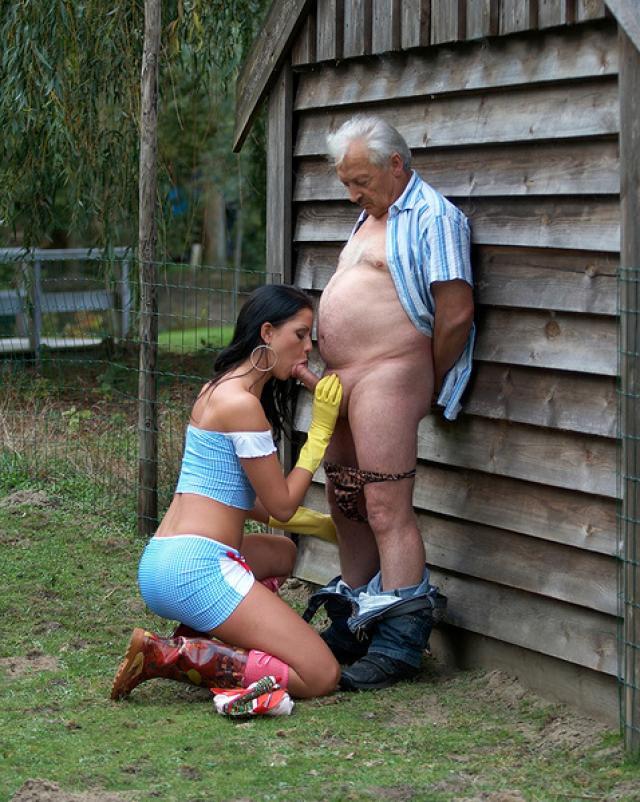 Молодая прислуга занялась сексом со своим зрелым хозяином