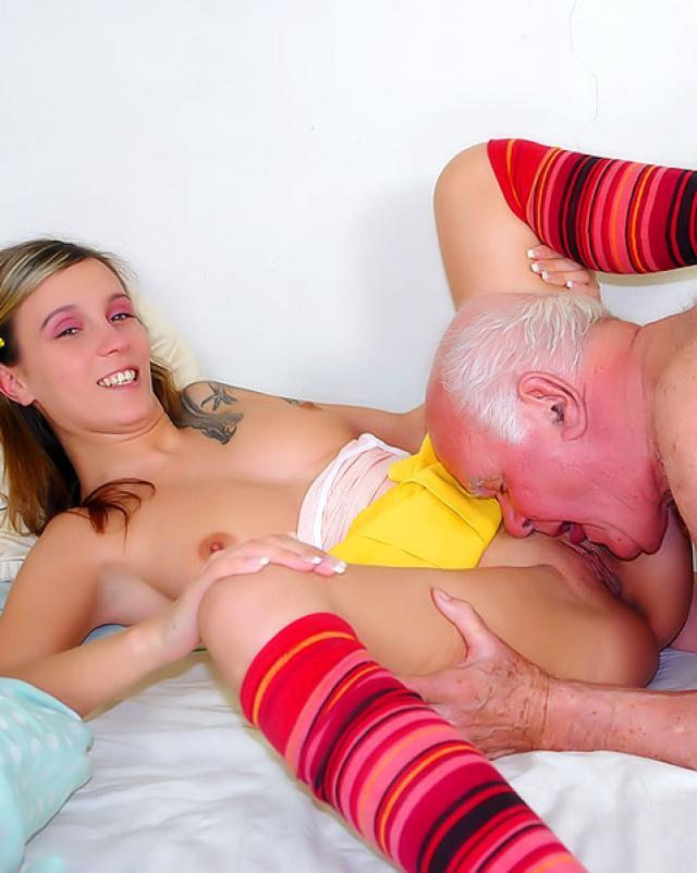 Порно старика с молодой девушкой