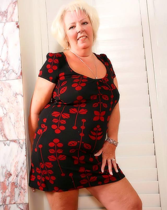 Порно фото бабушки которая обожает танцевать стриптиз