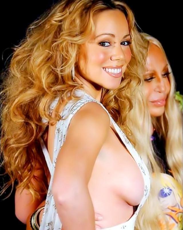 Полуголая знаменитость хвастается своей большой грудью