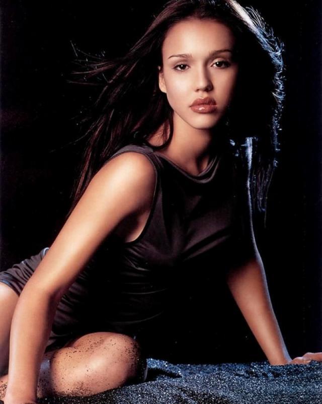 Красавица Jessica Alba и ее множество пикантных фото