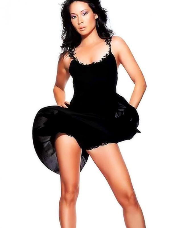 Эротические фотографии со знаменитой азиаткой Lucy Liu