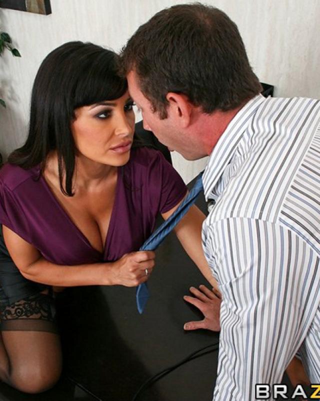 Мамочка с большой грудью соблазняет шефа