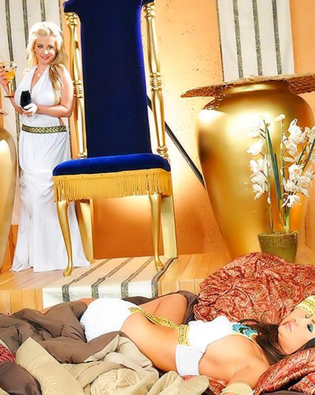 Обнаженная египетская царица хочет траха