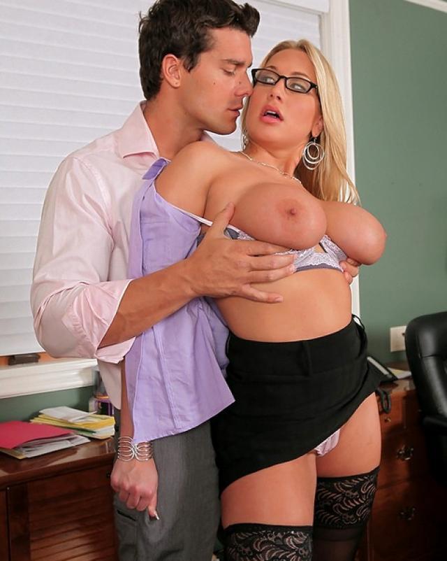 Похотливая секретарша желает развлечься