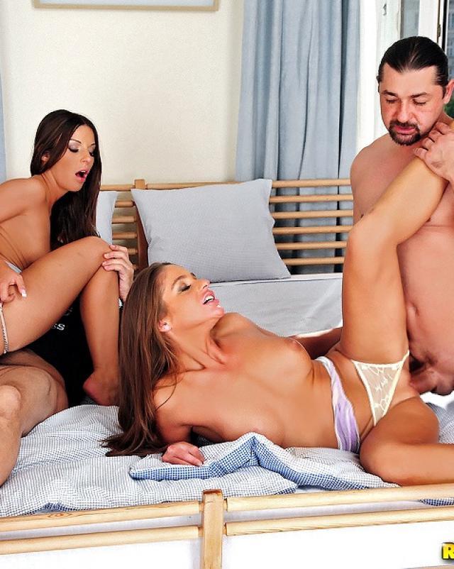 Красивый групповой секс на больших членах
