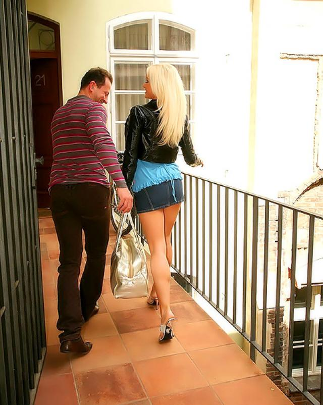 Сексуальная блондинка незнакомка покорила твердый член