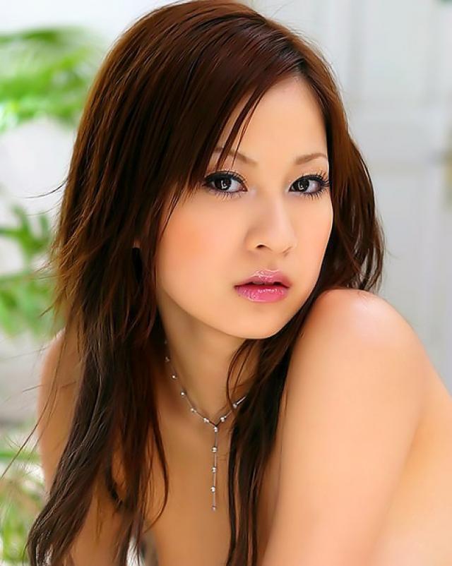 Японская красотка и ее волосатая промежность крупным планом
