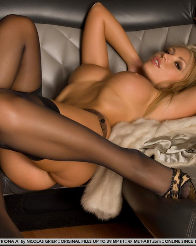 Фото эротика от шикарной блондинки