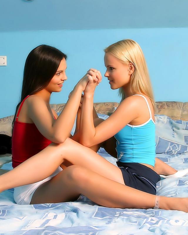 Две лесбиянки вылизывают друг друга