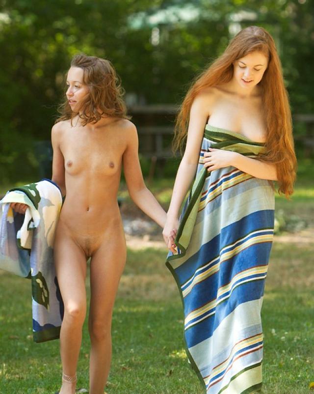 Сельские лесбиянки развлекаются в лесу