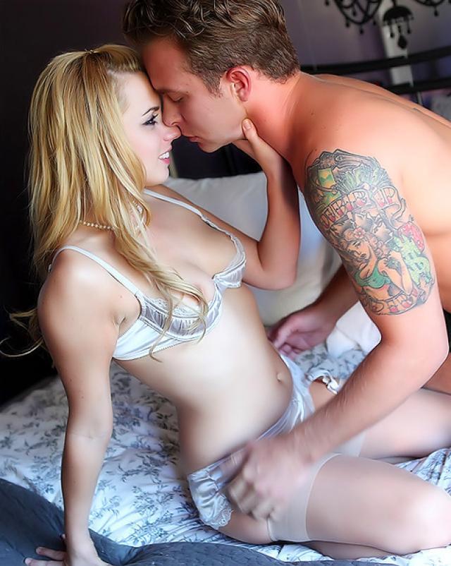 Блондинка с маленькой грудью и ее жесткий секс