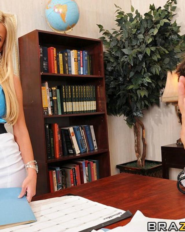 Блондинка получила красивый жесткий секс на работе