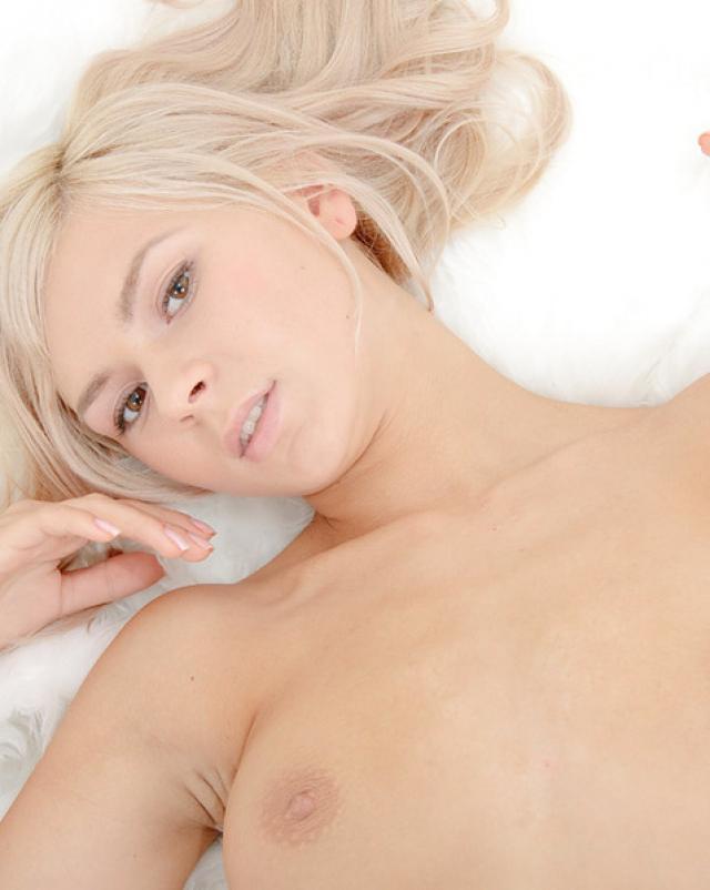 Соло от нежной блондинки