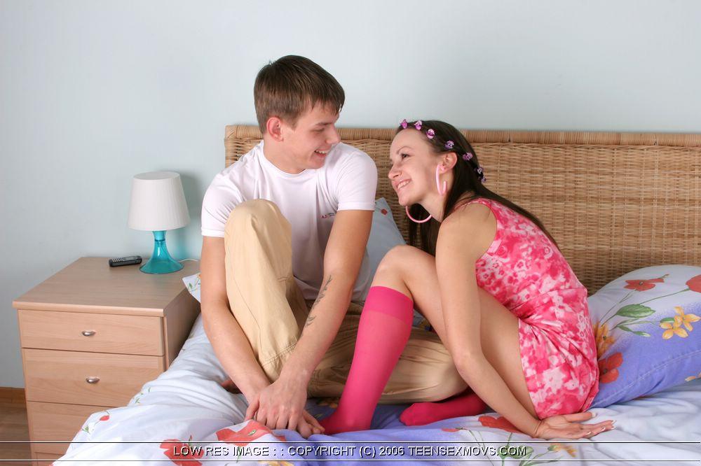 Молодой парень лижет киску своей любимой девушки