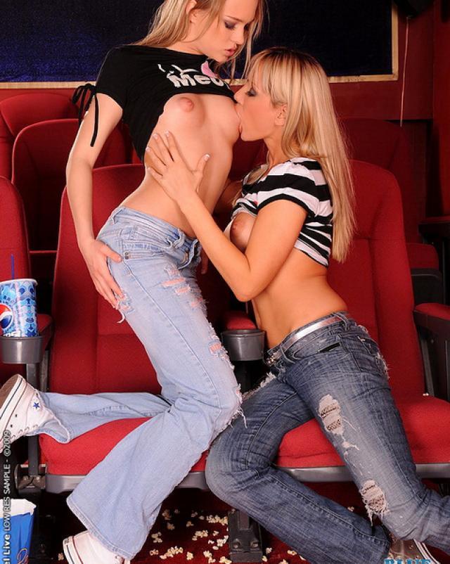 Смелые русские лесбиянки попробовали фистинг