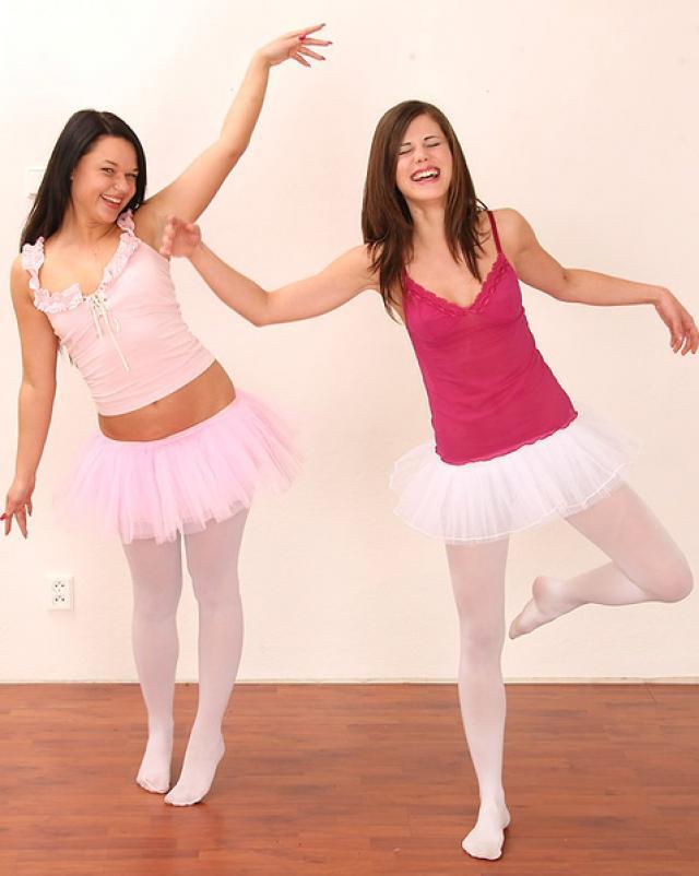 Русские балерины занимаются любовью на тренировке
