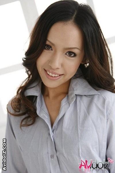Японская леди разводится на отсос члена со спермой в рот