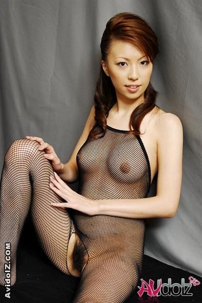 Японка в фетиш белье делает пикантные фото