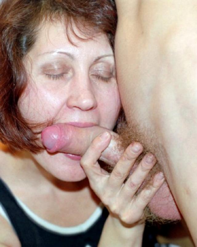 Русская тетя соблазнила молодого племянника для беспечного траха