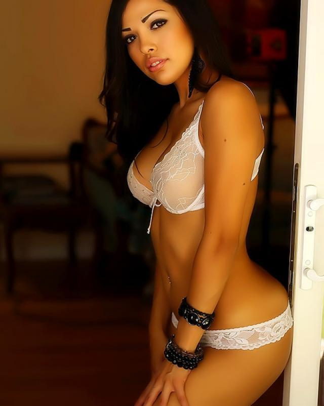 Мулаточка в белом белье мега сексуальная