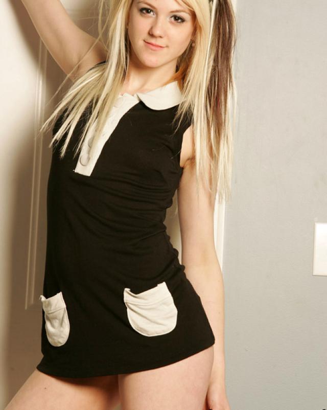 Блонди устроила эротическую фотосессию