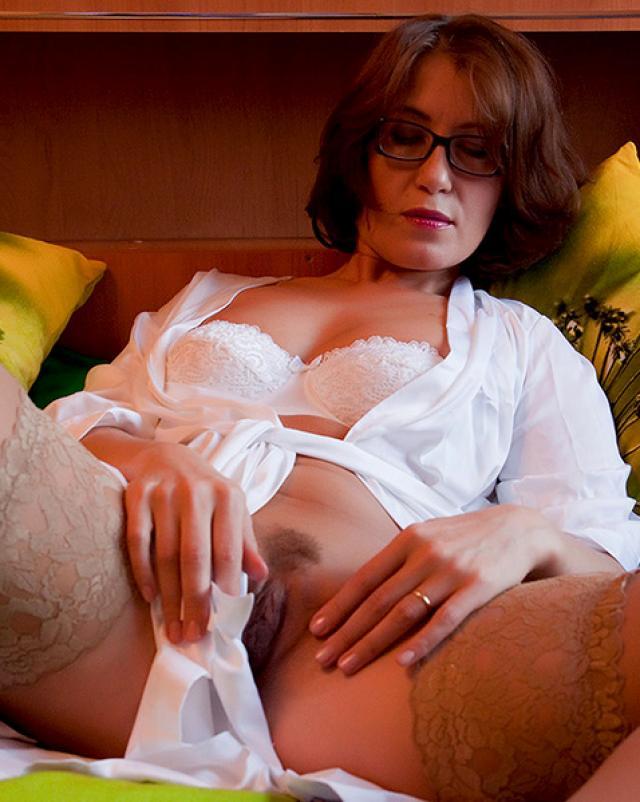 Изумительная мамаша показала свои красоты в нижнем белье