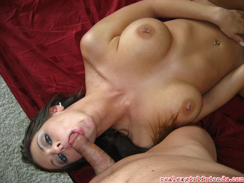 Игривая подружка парня показывает классный секс на порно фото