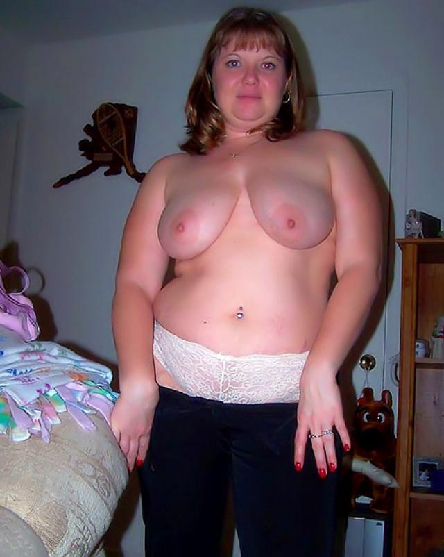 Толстые любительницы обнажают огромные дойки на селфи