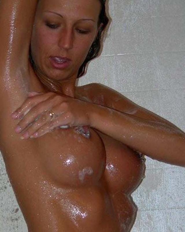 Любительские фото голых сисек молодых девушек