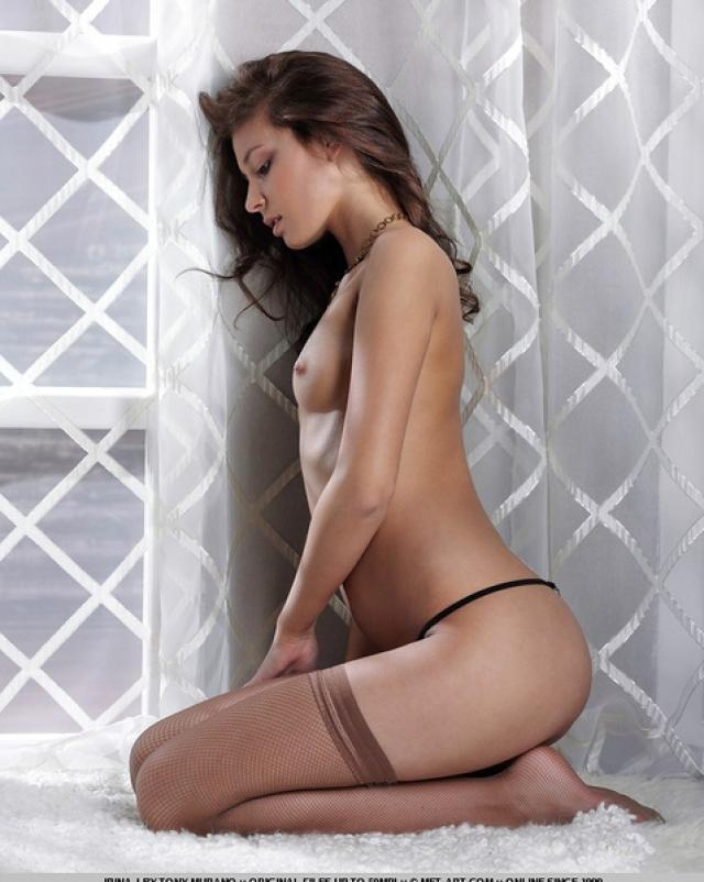 Эротичные фотографии девушки в нижнем белье в сетку