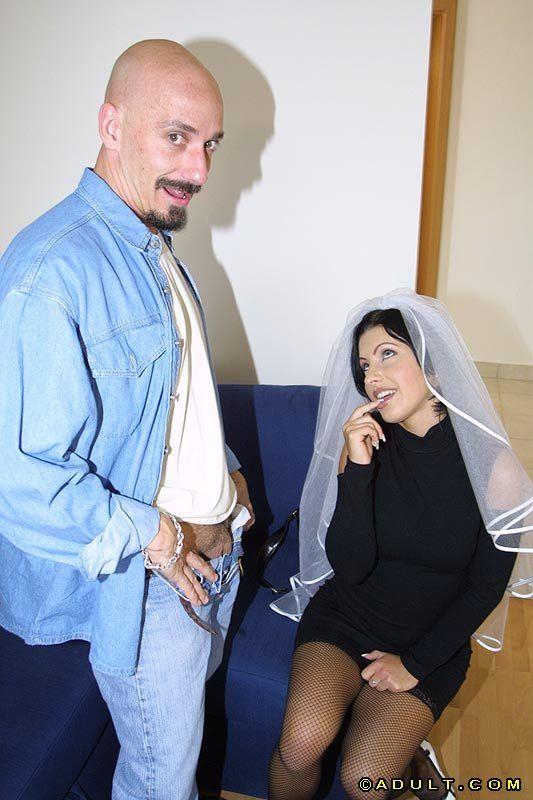 Худенькая телочка репетирует первую брачную ночь с фаворитом