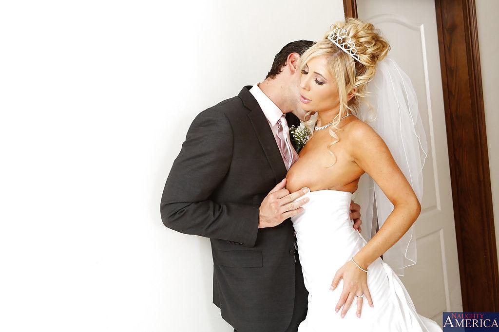 Порно фото потрясающего минета невесты жениху перед свадьбой