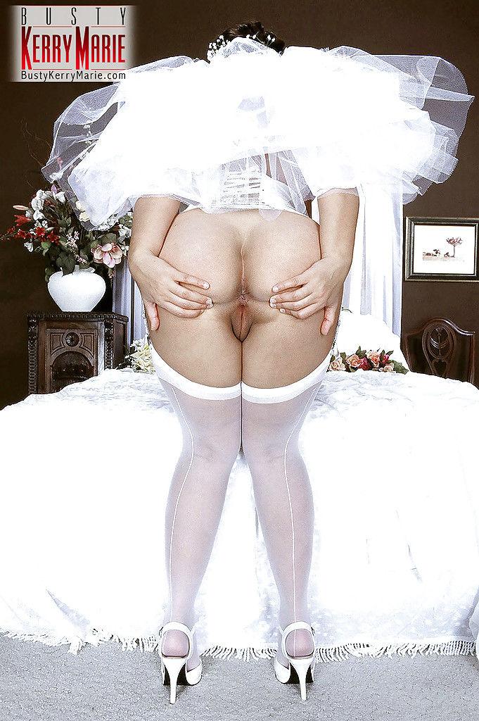 Полненькая невеста снимает напряжение мастурбацией вагины