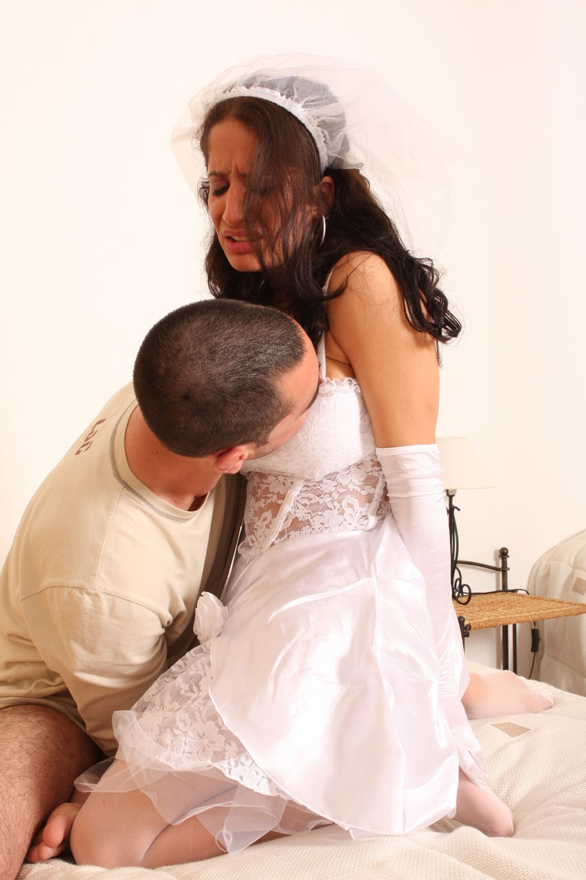 Брюнетка устроила отчаянный секс с любовником перед свадьбой
