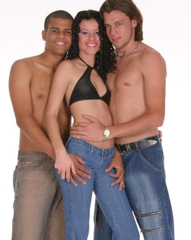 Порно парней бисексуалов с большими членами и молодой девушки с маленькими титьками