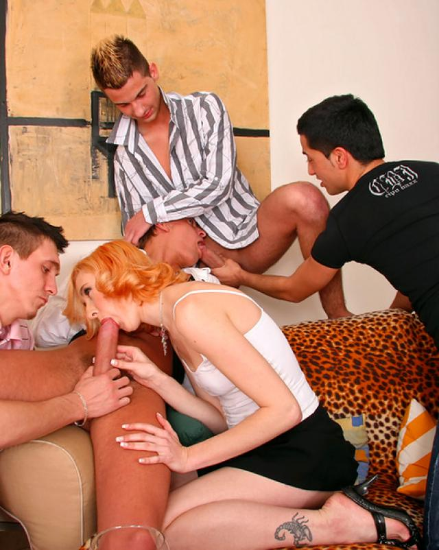 Четыре бисексуала порвали роскошной девушки все норки