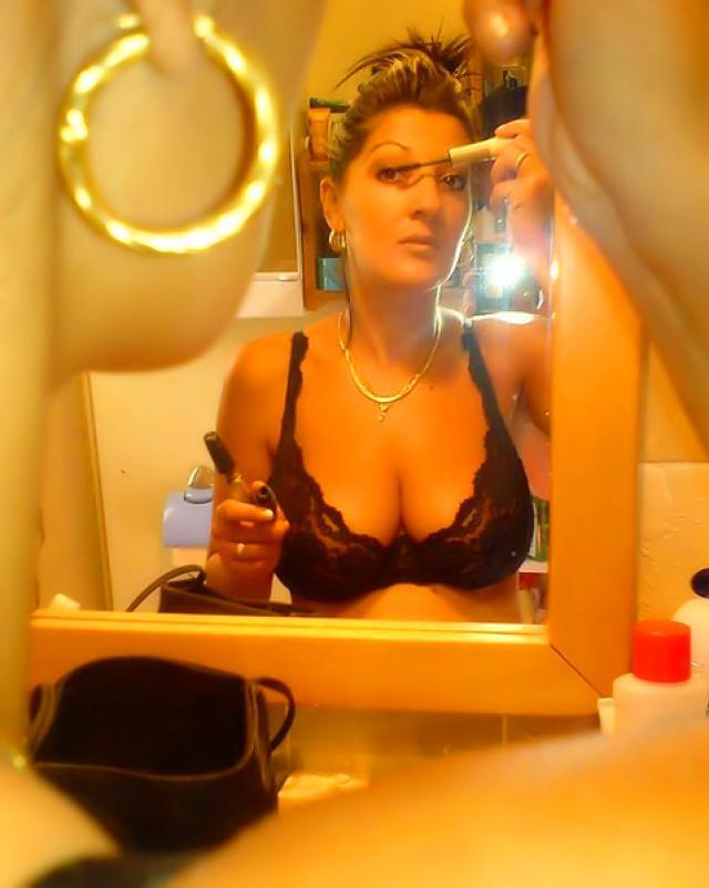Женушка с пышной грудью позволила мужу любительские снимки