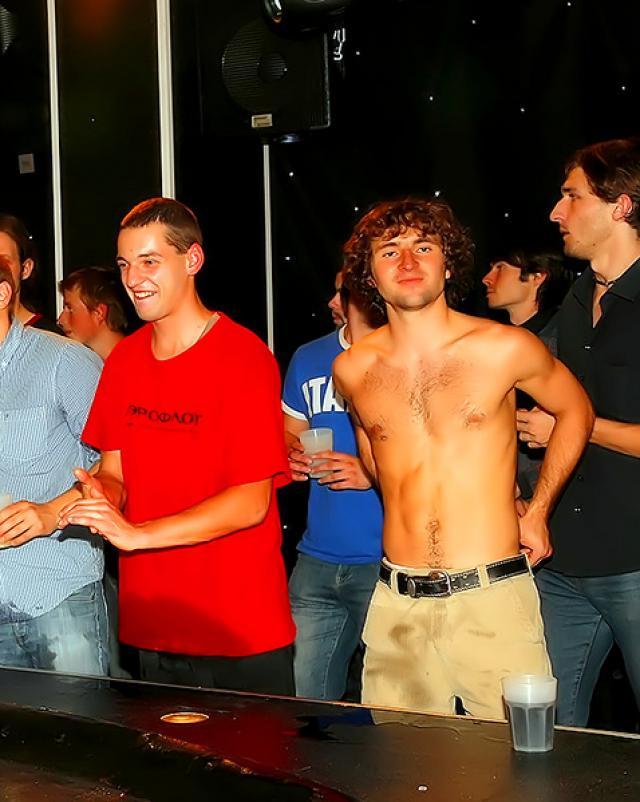 Вечеринка бисексуалов в ночном клубе