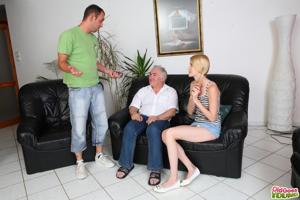 Похотливый дед вылизывает пизду молоденькой девушки
