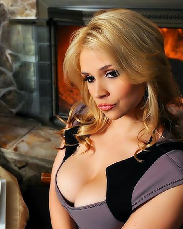 Босс устроил порно с блондинкой секретаршей