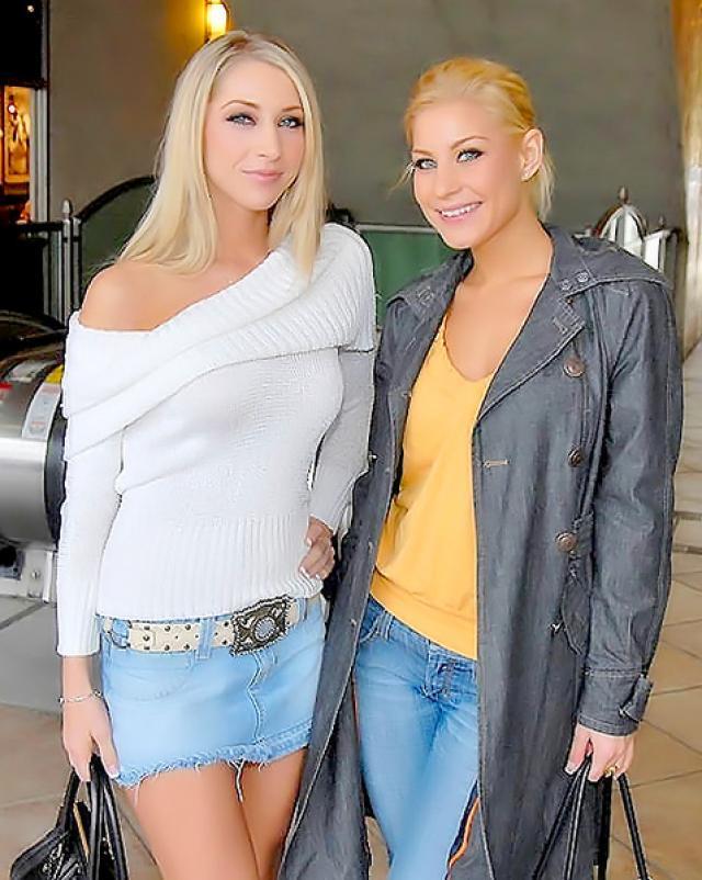 Три стройные блондинки устроили лесбийский трах в спальне