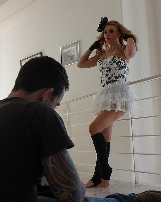 Блондинка Лекси Белль эротично позировала перед фотографом