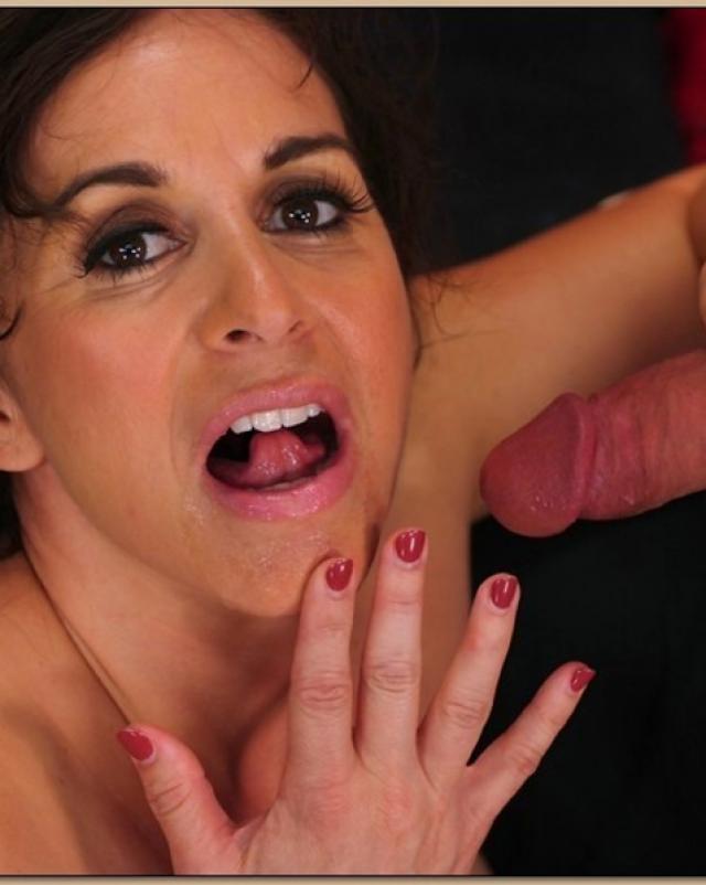 Похотливый черт лижет влагалище зрелой дамочки