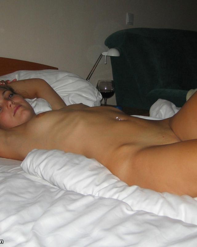 Русская девушка трахнулась в киску с парнем в дешевом отеле