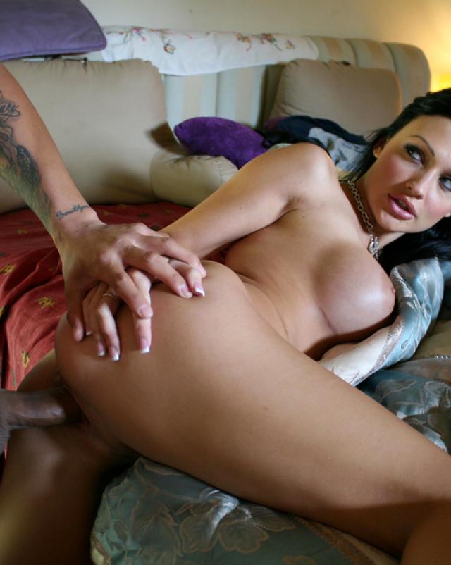 Алетта Оушен снимает частное фото своего секса